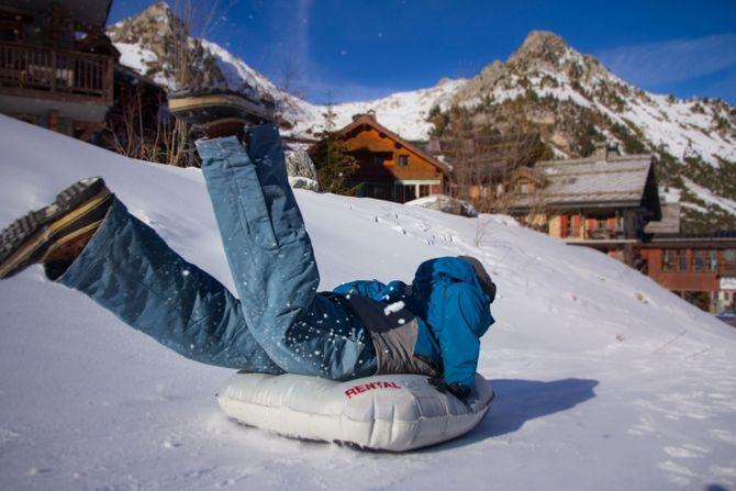 Airboard im Schnee. Bild: Groupe Pierre et Vacances Center Parcs